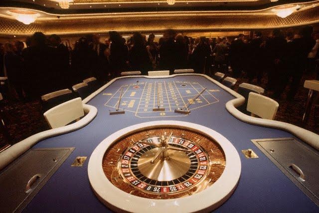 13 Apr 1995, Nice, France --- The new tables at Casino Ruhl. --- Image by © David Lefranc/Kipa/Corbis